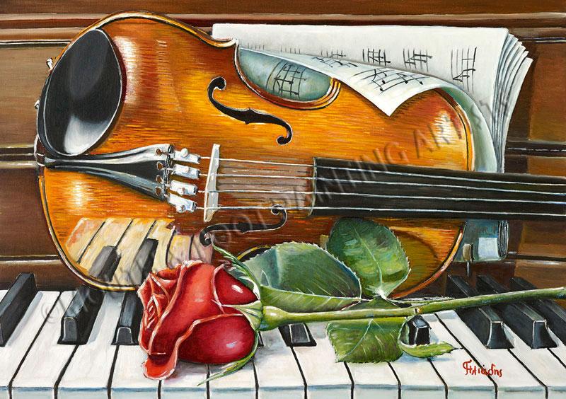 Geige und Rose auf dem Klavier